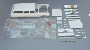 AMT 1/25 1965 CHEVELLE SURF WAGON BODY AND RELATED PARTS