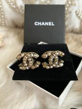Authentic Chanel Vintage Imitation Pearl CC Logo Clip On gold Earrings ❣️❣️CHIC