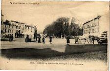 CPA  L'Auvergne ...Issoire - Place de la Montagne et la Gendarmerie   (220649)