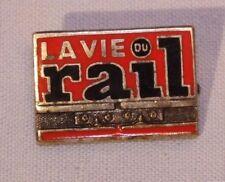 § Rare broche insigne émaillée - La Vie du Rail - Drago §
