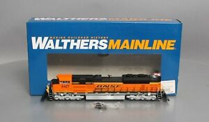Walthers 910-9801 HO SD70ACE Powered Diesel Locomotive BNSF #8427 LN/Box