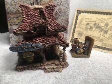 Boyds Madges Beauty Salon and Bait Shop Bearly Built Villages 2E/4181 Figurine