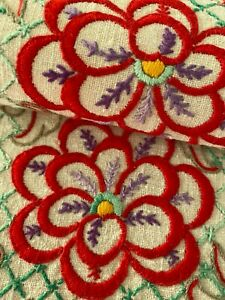 VINTAGE HAND EMBROIDERED CENTREPIECE-STUNNING RED FLOWERS
