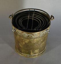 Seau à charbons. Cuivre jaune. Avec légende Marie Antoinette 1743 18ème 15,5 cm