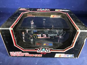S-70 DALE EARNHARDT #3 GM GOODWRENCH PIT STOP SHOWCASE 1:43 SCALE