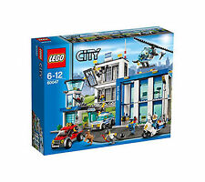 SEALED NEW - LEGO City 7498 Police Station Jail Set - Cops/Pigs/Robbers Retired