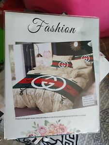 LUXURIOUS BEDDING SET. DOUBLE SIZE. WITH FITTED SHEET INCLUDES. NEW. AAAA++++