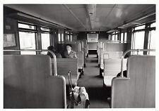 FOTO/REPRO ZEIGT S-BAHNWAGEN INNEN S-BAHNHOF CHARLOTTENBURG 1984  (AGF543)