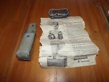 Vintage Honeywell TILT-A-MITE Flash Unit in Case & instruction sheet