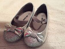 Toddler Girls Silver Bow Sparkle Shoes, Jelly Beans Brand, Size 7