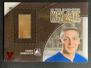 2014 IN THE GAME USED TERRY SAWCHUK VINTAGE KICK SAVE PAD SP GOLD VAULT 1/1