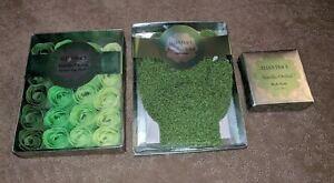 Ellen Tracy Vanilla Orchid 3 Piece Gift Set Body Soap Spa Gloves Scented Petals