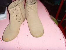 Gymboree size 4 eyelet ankle boots tan side zip PLAY CONDITION tween youth cute