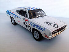 Valiant Charger Big Tank E49 RT 1:32 Diecast Model Peter Brown 43 Racing Series