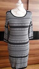 Srtick/Kleid, Größe:40/42. Farbe: schwarz/weiß