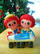1975 Bobbs-Merill Co Raggedy Plastic  Ann & Andy Toothbrush Tooth Paste Holder