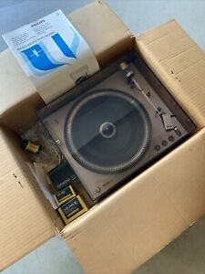 Philips 212 Electronic Turntable Very NiceMint Needs Belt Extras Shure V15-3