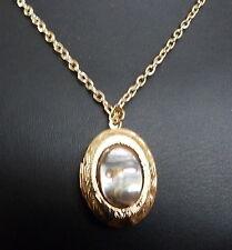 Natural Shell ciondolo medaglione collana su catena placcato oro