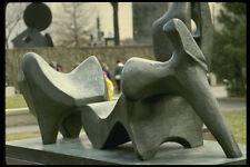 470082 Estatua De Bronce De Tres Piezas Reclinable Figura por Moore Washington A4 Foto P