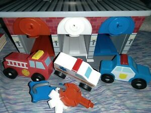 Melissa & Doug Keys & Cars Wooden Lock and Roll Rescue Garage