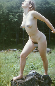 Vintage diapositive -  Nude woman in the green - Art photo - 1980s