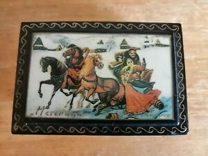SMALL VINTAGE RUSSIAN PAPIER MACHE LACQUERED BOX  SIGNED