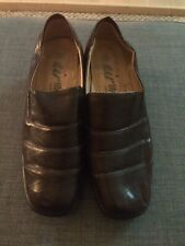 Woman's Brown Shoes Size 5