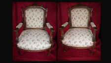Paire de fauteuils de style Louis XVI Fin XIX siècle début XX siècle en noyer