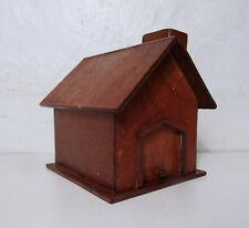 petite maison en bois style nichoir à oiseau vintage