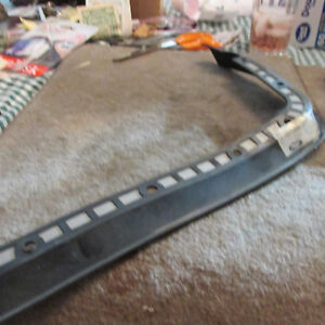 NOS 1986 - 1994 FORD AEROSTAR PASSENGER SIDE HEADLIGHT DOOR BEZEL SEAL NEW NOS