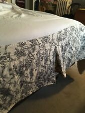 """Bed Skirt Dust Ruffle Black and ivory Floral Print Full Double 13"""" Drop Vintage"""