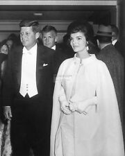PRESIDENT JOHN F. KENNEDY AND JACKIE ATTEND INAUGURAL BALL - 8X10 PHOTO (AA-886)