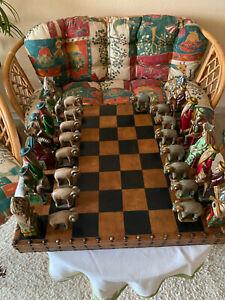Mallorquinisches Handgeschitztes Schachspiel mit großen Holzfiguren