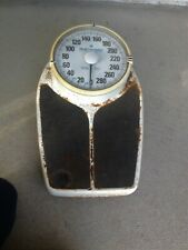 "Vintage Retro Big Foot Weight Scale Big Numbers Up To 330 Pounds 18-1/2"" Long"