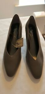 Ladies grey shoes size 4