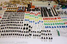 Circa 2000 pcs componenti elettronici transistor LED CONDENSATORI BASETTA LOTTO