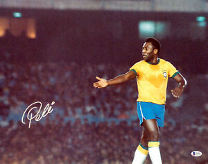 PELE AUTHENTIC AUTOGRAPHED SIGNED 16X20 PHOTO CBD BRAZIL BECKETT BAS 161518