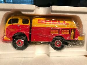 First Gear Shell Oil 1953 White-3000 tanker,1:34 scale,NIB,stock # 19-2064