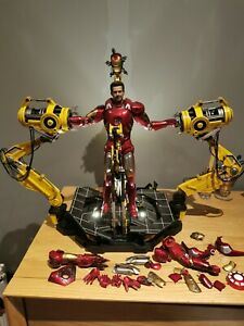 HOT TOYS 1/6 IRON MAN MARK VII MK7 with Suit Up Gantry Light Up Display