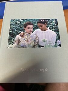 100% Auth Van Cleef & Arpels Rate 2021 Jewelry Book Green Suede Must have !!!