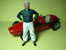 FIGURINE  1/18  MIKE  HAWTHORN   A  PEINDRE   VROOM  SCALE  FIGURES  NO  CMC