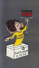 RARE PINS PIN'S .. POLITIQUE SYNDICAT LABOR FO F.O PRUD'HOMMES FEMME JAUNE ~AT