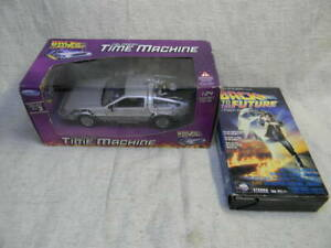 1/24 SCALE WELLY 1985 BACK TO THE FUTURE ONE DELOREAN DIECAST CAR W/VHS TAPE