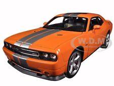 2013 DODGE CHALLENGER SRT ORANGE 1:24 DIECAST MODEL CAR  BY WELLY 24049