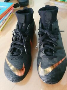 Size UK 3.5/ US 4Y Nike outdoor Soccer Shoes
