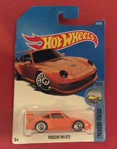 Hot Wheels Porsche 993 GT2 Factory Fresh 10/10 Long Card 2015 Orange