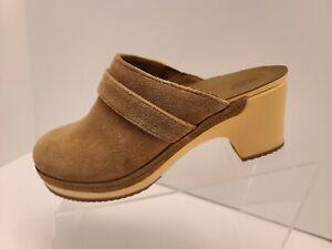 Crocs Sarah Triple Comfort Womens Tan Suede Mule Clog Slip On Shoes sz 7 203415