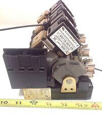 ALLEN BRADLEY  FUSE BLOCK W/ DISCONNECT SWITCH 40116-817-01 40116-817-01