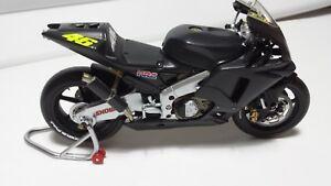 Valentino Rossi. Honda RC211V. Pre-season testbike 2002.  Minichamps 1/12