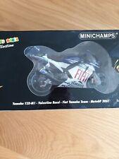 Minichamps Escala 1/12 122 073046 Yamaha YZR-M1 Fiat Yamaha Moto GP 2007 Rossi